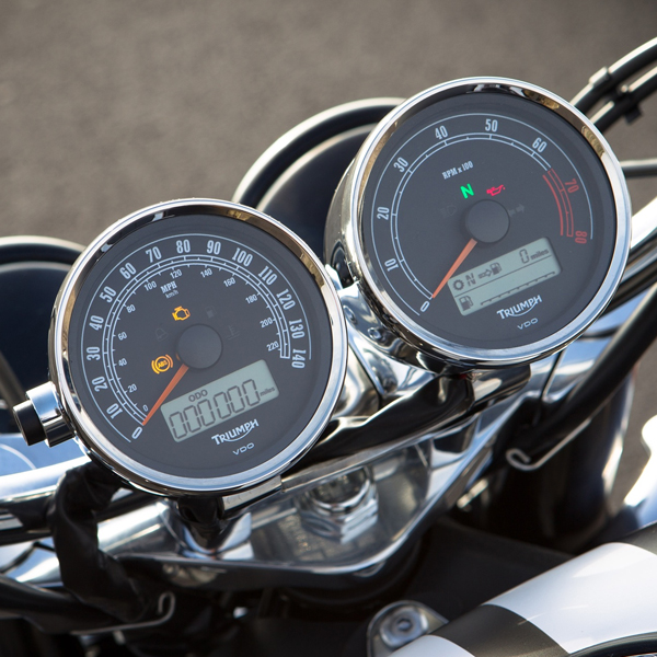Triumph Rocket III Roadster Technology