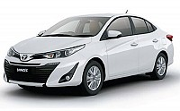 Toyota Yaris V Super White pictures