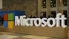 Microsoft Contemplates Mobile Strategy, Fades Out Windows 8 Smartphones