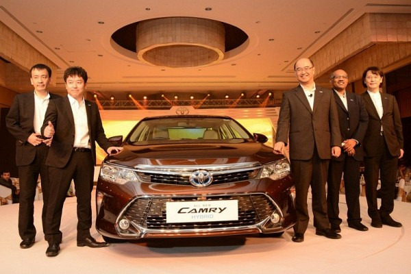 Toyota Camry Hybrid Price Slashed Up To INR 2.3 lakhs in India