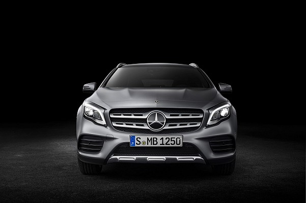 2017 Mercedes GLA Class Revealed at Detroit Auto Show