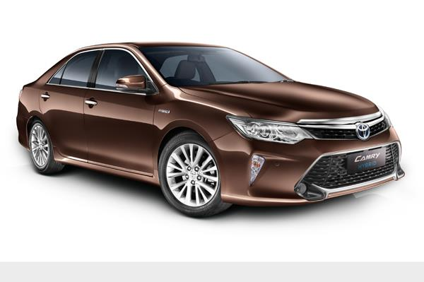 2017 Toyota Camry Hybrid Launched in India; Priced at INR 31.98 Lakh