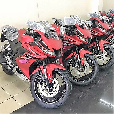 Speculated new yamaha r15 version 3 0 seen at a for Yamaha dealers in my area