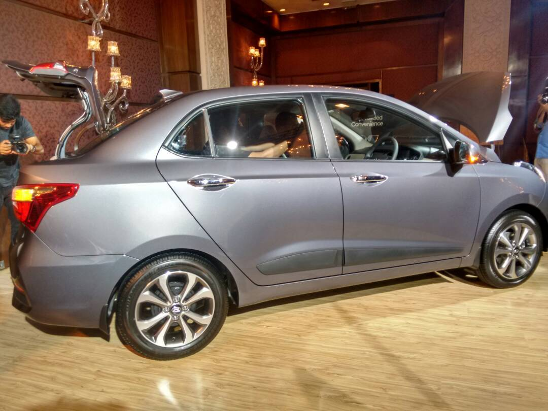 2017 Hyundai Xcent facelift Launched in India side profile