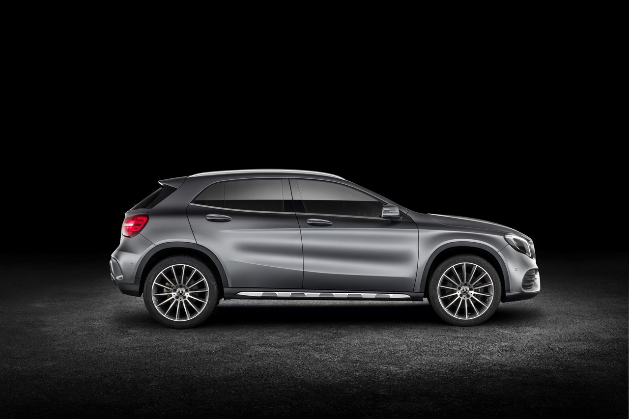 2017 Mercedes GLA Class Revealed at Detroit Auto Show Side Profile