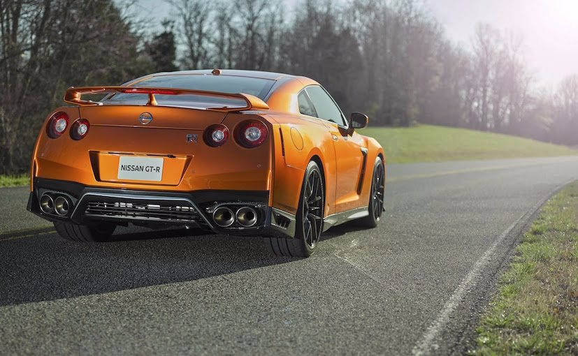 Nissan GT-R 2017 Rear Profile