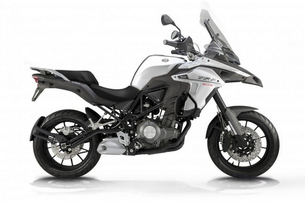 Benelli-Trek-502-Unveiled-at-EICMA-2015