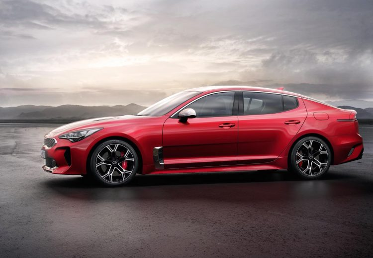 Kia Stinger Sports Sedan Side Revealed at NAIMS 2017