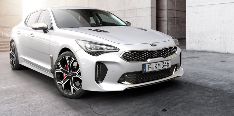 Kia Stinger Sports Sedan Front Side Revealed at NAIMS 2017