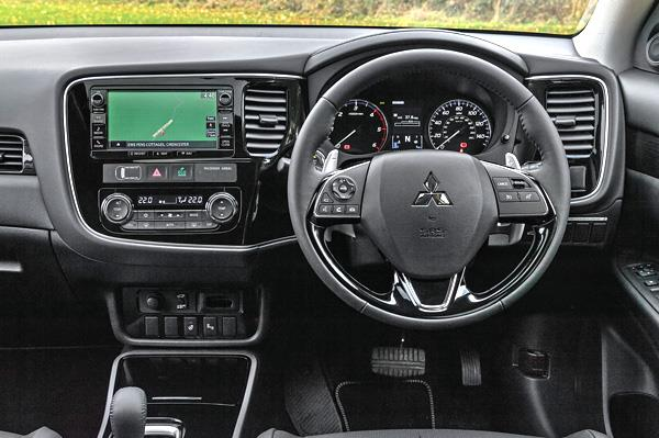 Mitsubishi to Launch 2017 Outlander in India Later This Year Interior Dashboard