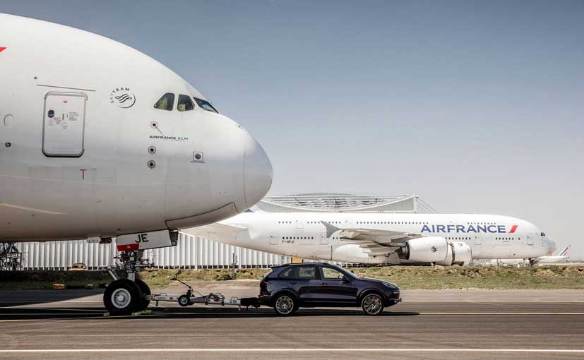 Porsche Cayenne Dragging the Heaviest Aircraft Airbus A380