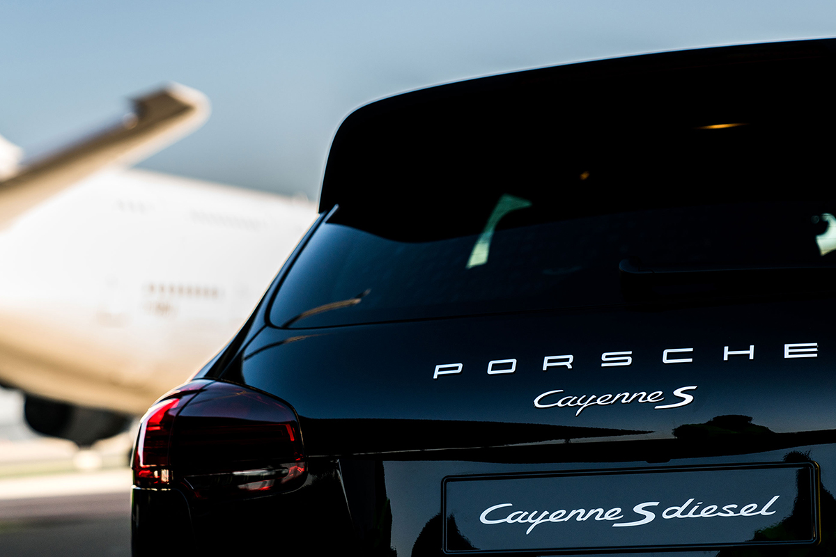 Porsche Cayenne S Diesel Model Drags the Airbus A380 Plane