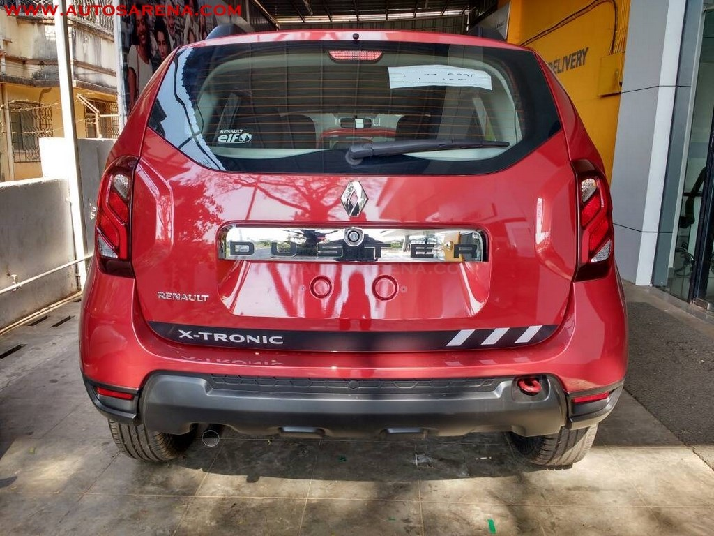 New Renault Duster Xtronic CVT snapped from rear end