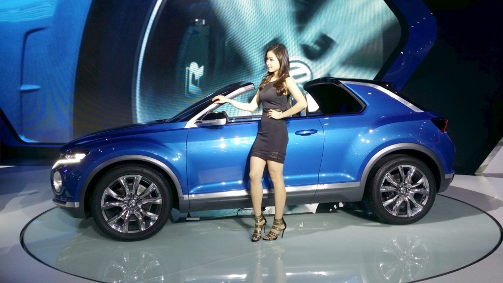 vw t roc compact crossover unveiled. Black Bedroom Furniture Sets. Home Design Ideas