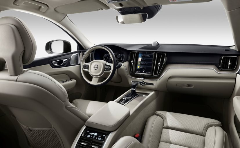 The smartphone connectivity is no issue as the Volvo XC60 is fitted with CarPlay and Android Auto like other 90 series cars.