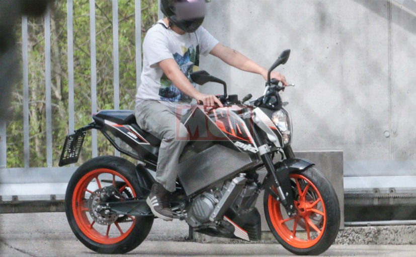 KTM E-Duke spotted testing in Europe