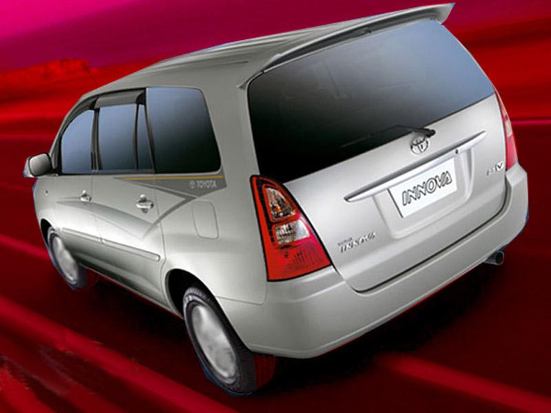 Toyota innova 2 5 ev diesel ps 8 seater price india for Innova interior 8 seater