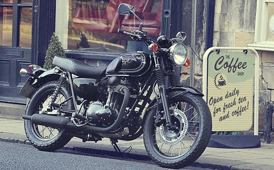 Kawasaki W800 Looks Graceful In Black Livery