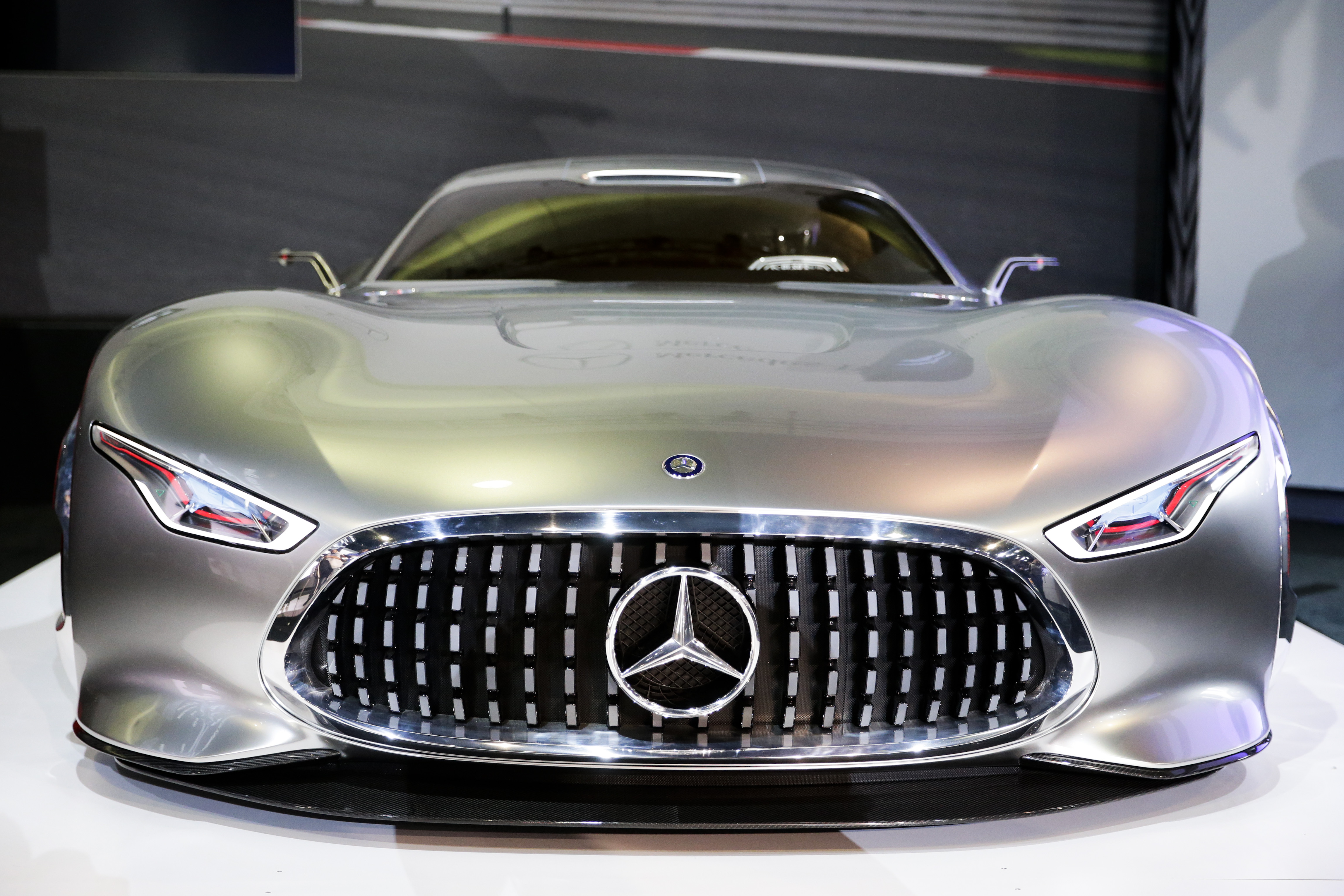 Mercedes benz planning to roll out 4 electric vehicles for Mercedes benz new electric car