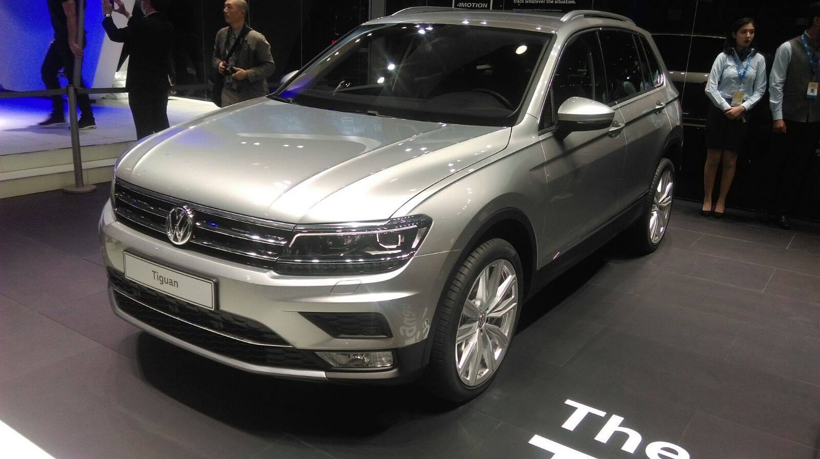 volkswagen unveils the tiguan at the 2016 delhi auto expo. Black Bedroom Furniture Sets. Home Design Ideas