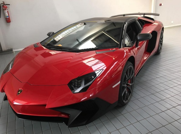 india welcomes first lamborghini aventador sv roadster. Black Bedroom Furniture Sets. Home Design Ideas
