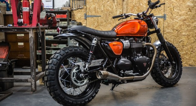 triumph exhibits custom street twin at bike shed in paris