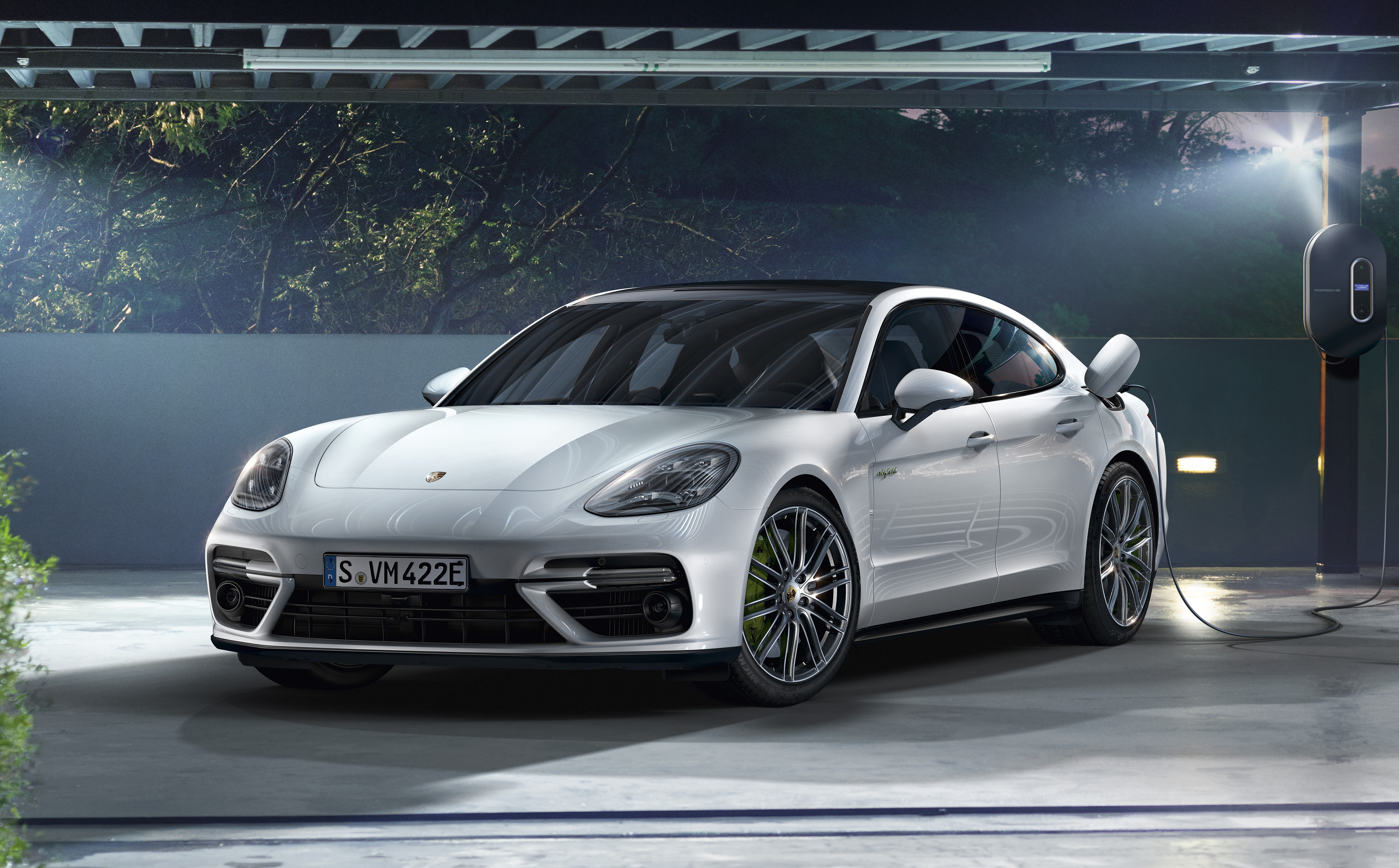 porsche confirms panamera turbo s e hybrid for india. Black Bedroom Furniture Sets. Home Design Ideas
