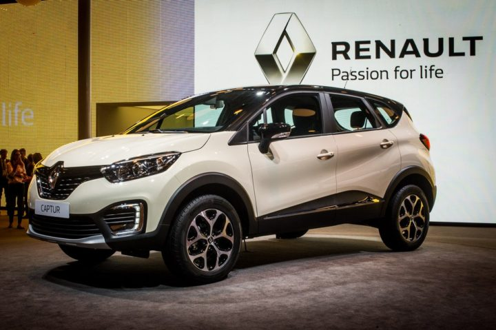 india bound renault captur snapped inside the cabin for the first time. Black Bedroom Furniture Sets. Home Design Ideas